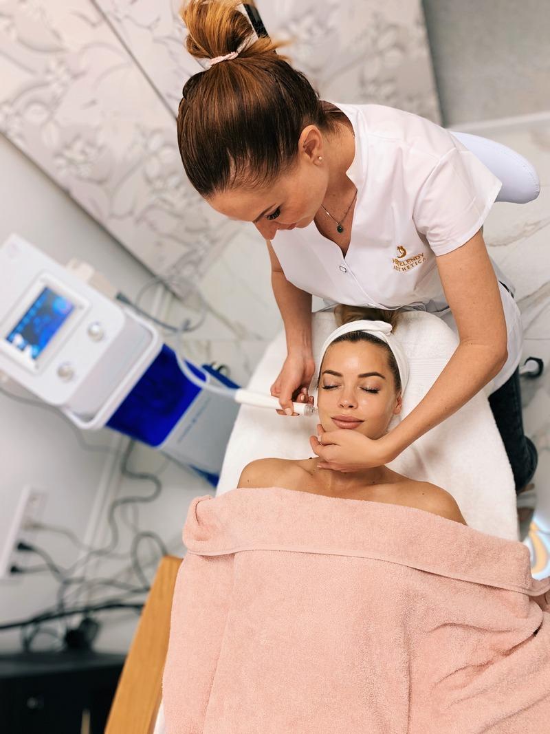 bőrtisztítás és bőrtextúra javítás hydrabeauty géppel